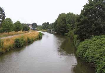 La Sambre canalisée au niveau d'Aulnoye-Aymeries.