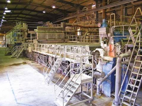 À l'arrêt, les machines font l'objet de maintenances régulières. Ici, la machine à papier.