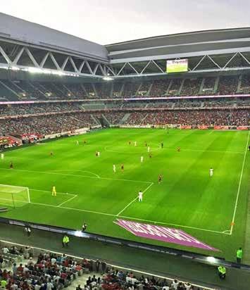 Le Stade Pierre Mauroy se transformera en salle de basket d'une capacité de 27 000 places contre 50 000 pour les matchs du Losc.