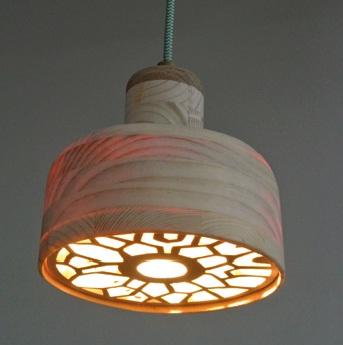 Lampe en marqueterie réalisée par Camille Meire.