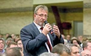 Jean-Michel Bouhin, maire de Bayenghem-les-Eperlecques, apôtre de la fusion des 26 communes.