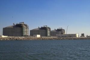 Les trois réservoirs sont achevés. Mis sous pression, ils sont prêts à accueillir le GNL.