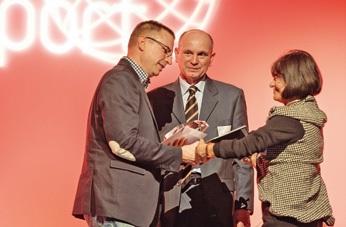 La société Scotler/Care and Comfort à Villeneuve-d'Ascq reçoit le trophée Leader de demain.