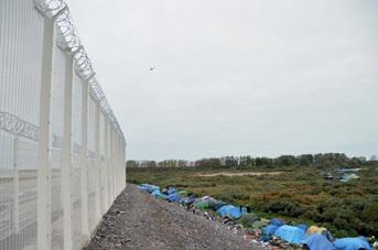 Eurotunnel a ajouté 31 km de clôtures haute sécurité. En juillet dernier, Eurotunnel demandait une réparation de 9,7 millions d'euros aux États britannique et français.