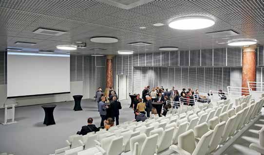 Au sous-sol, la salle Descamps a été complètement transformée. Modulable, elle peut accueillir environ 300 personnes.
