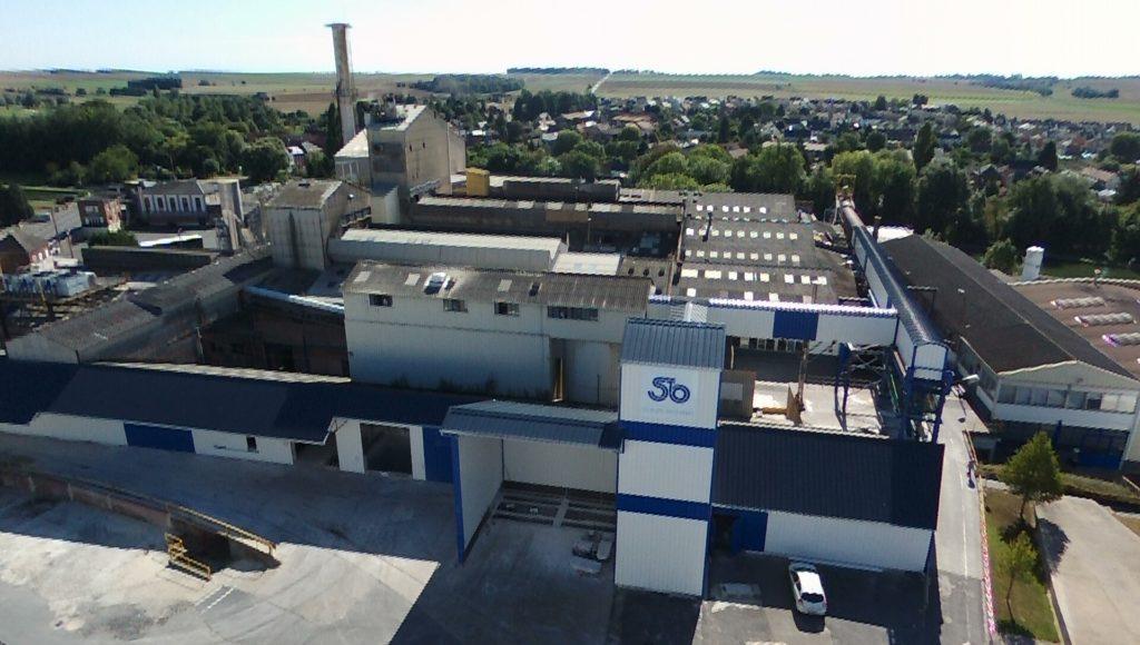 Vue aérienne réalisée avec un drône à la demande du patron. Le site verrier en bord de canal représente à Masnières un vaste patrimoine de bâtiments industriels, de maisons, de terrains...